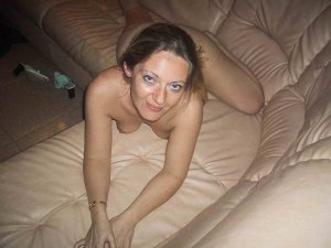 Cendy girls escort in Celle
